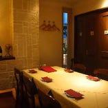 (サフラン)5〜6名様向けの完全個室です。