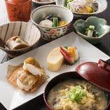 当亭の朝ごはんも人気です。京の朝膳