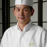田野尻調理支配人を筆頭に、五感を刺激する洗練された料理の数々をお届けいたします。