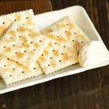クリームチーズとクラッカー