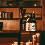 日本酒には自信あり、全国各地より30種以上の銘酒を取り揃え