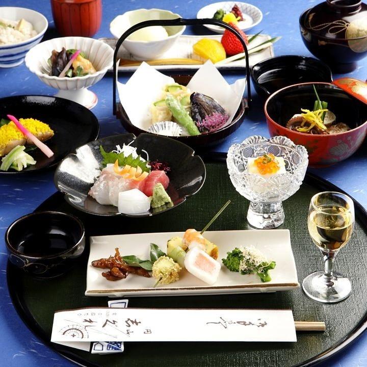 京懐石コース、各種鍋料理など多彩なメニューをご用意。
