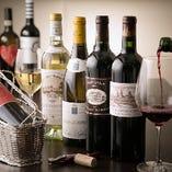 常時60~70種取り揃えるワイン。鉄板焼きの美味しさを引き立てる