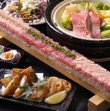 熟成まぐろ超ロング寿司。宴会が盛り上がること間違いなし。