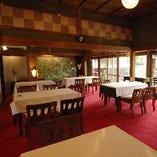 落ち着いた雰囲気の店内は、大切な方とのお食事に最適な空間。