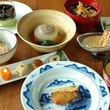 水や調味料にまでこだわった逸品料理の数々をコースでご提供。