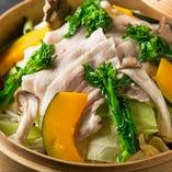 京都産もち豚バラ肉と旬野菜のセイロ蒸し