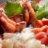新鮮魚介を使用したお造りや豊富な一品!