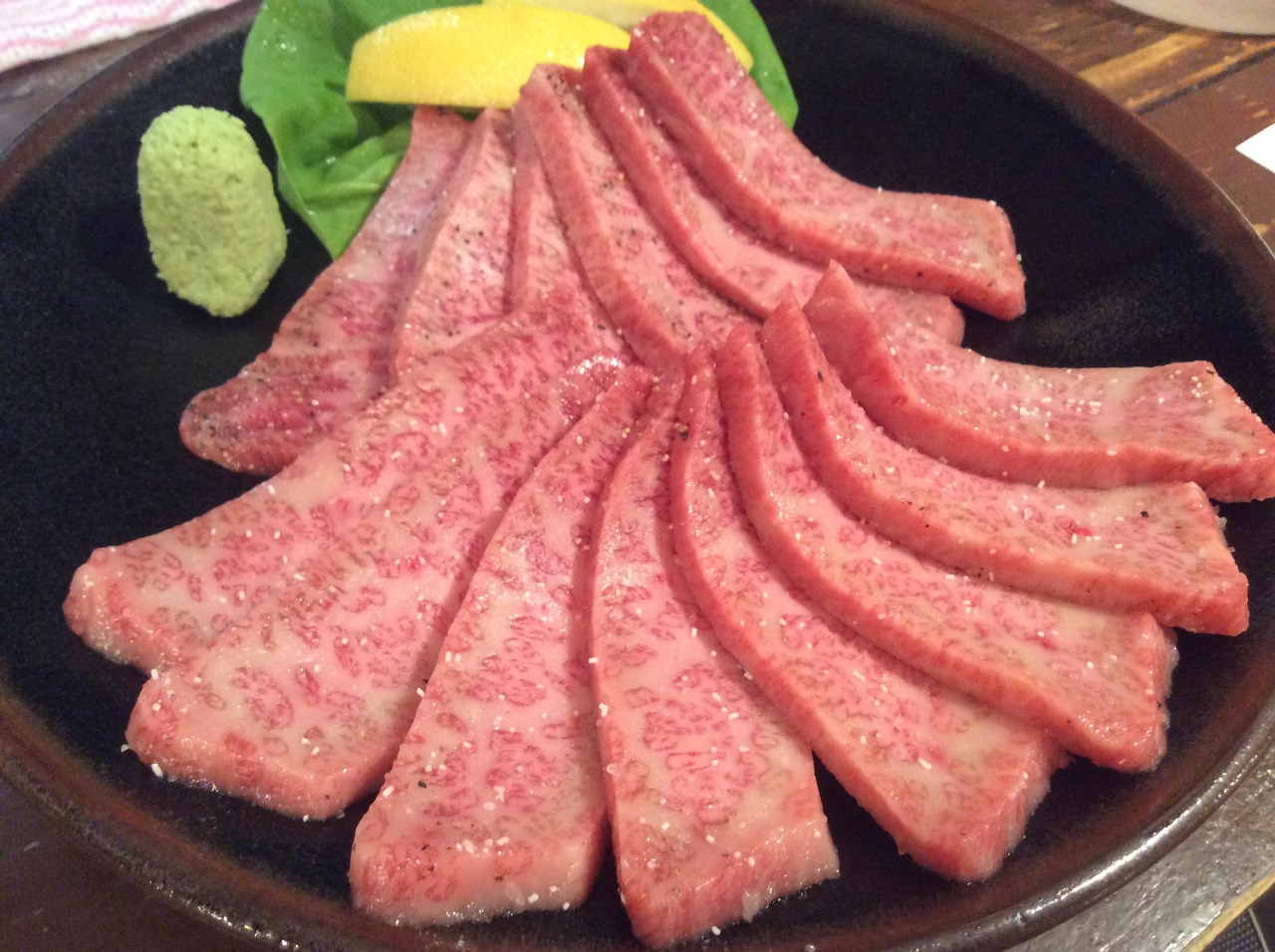 大満足!ホルモン焼肉コース!!国産和牛の上ハラミor上カルビが入ってしかも飲み放題付で¥6000(≧▽≦)