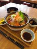 新鮮な魚介類を集めた【海鮮丼ランチ】