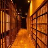 お二階は全席引き戸のついた個室空間。