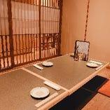 2階個室掘りごたつ(喫煙可)のお席で周りを気にせずお食事を。