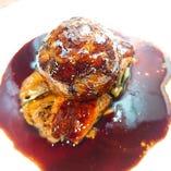 鴨肉のクルピネット包みハンバーグ