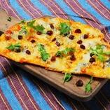 4種のチーズとクルミのピザ