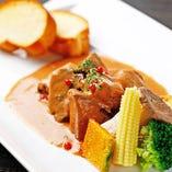 【牛タンシチュー】 口の中でとろけるタンと野菜の旨味を堪能