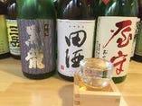 普段なかなか見かけない日本酒や焼酎に出会えるかも☆