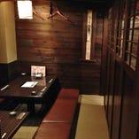 2階席に可動式の扉が新たに設置されました。人数様に応じて半個室としてのご利用が可能です。