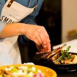 シェフが手間隙と丹精込め調理した自家製燻製料理