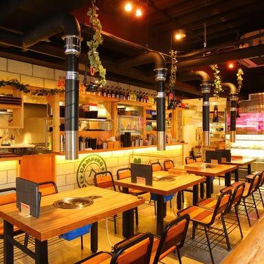 熟成肉×新鮮野菜 ヨプの王豚塩焼 新大久保駅前店 店内の画像