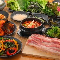 熟成肉×新鮮野菜 ヨプの王豚塩焼 新大久保駅前店
