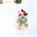 モヒート×フルーツ×スパークリングワインの出会い♪ [スパークリングモヒート 880円]