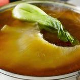 季節の味わいを始め、贅沢な食材をご用意しております。
