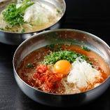 人気の盛岡冷麺はピリ辛orさっぱりの2種類!その他逸品も多数!