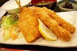 鯵フライと海老フライの定食ランチ