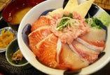 ■ランチ鰤サーモンネギトロ三色丼1000円酢飯お椀おかわり無料■