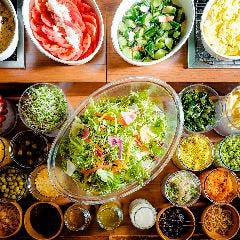女性人気の理由は、豊富なサラダの素材数!