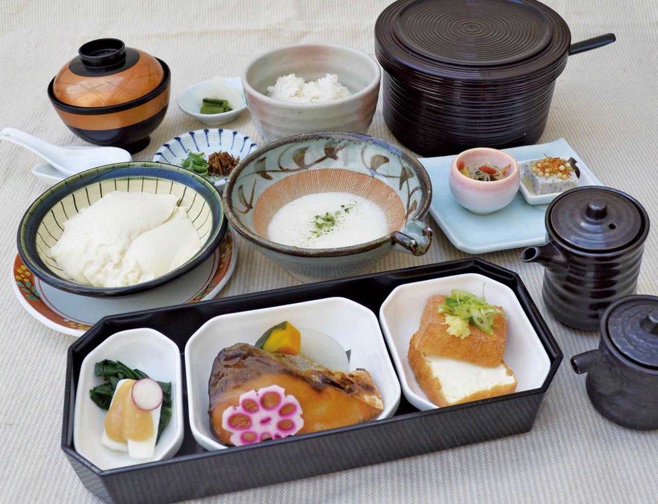 麦とろ豆腐健康膳 ¥1500(税・付だし込)