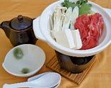 ・牛肉と自家製豆腐のすき焼き風小鍋
