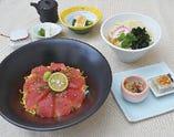 ・日替わり海鮮丼とミニうどん定食