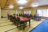 中宴会場「奄美」30名収容。テーブル席にも対応。