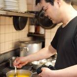 フランスで修行の後、シリア大使公邸料理人も務めました。
