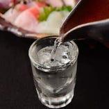 京都のお酒を中心に厳選する日本酒は和食に合う辛口が多数