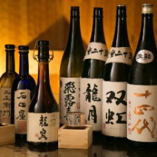 常時30種類以上の全国各地の日本酒!