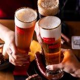 お客様に提供する当店オリジナルビールは、ビールの原料を大麦、ホップ、水に限定したドイツの「ビール純粋令」に基づく本格派