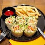 トルティーヤラップサラダ&フライドポテト