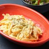 ドイツ直輸入パスタ 日替わりソースのシュペッツレ  /Today's Special Spatzel With Salad