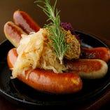 特製ドイツソーセージ3種盛り/Three Sausage Platter