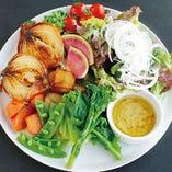 ランチセットはお野菜の食べ放題付き!