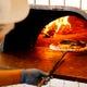 薪窯で焼き上げる薪の香りが香ばしいLOCHE自慢のピッツァ!