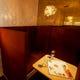 デートや女性同士のお食事にも、人気のL字型のソファ席