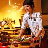 季節に合わせた旬の前菜を、開放感あふれる店内でお楽しみください!