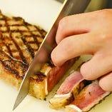 お肉にスッと通る包丁が、上質なステーキの証です!