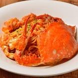 歴代人気当店NO1、蟹を丸ごと使用した贅沢な一皿