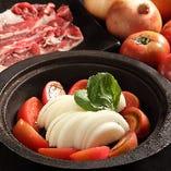 農家の台所名物!牧草牛のトマトすき焼き サラダ&卵かけごはんつき