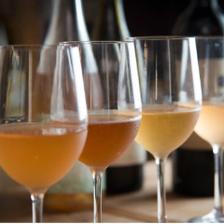 オレンジワインをグラスワインで用意