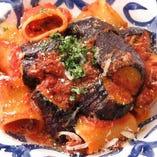 粗挽き肉と茄子のボロネーゼ パッケリ
